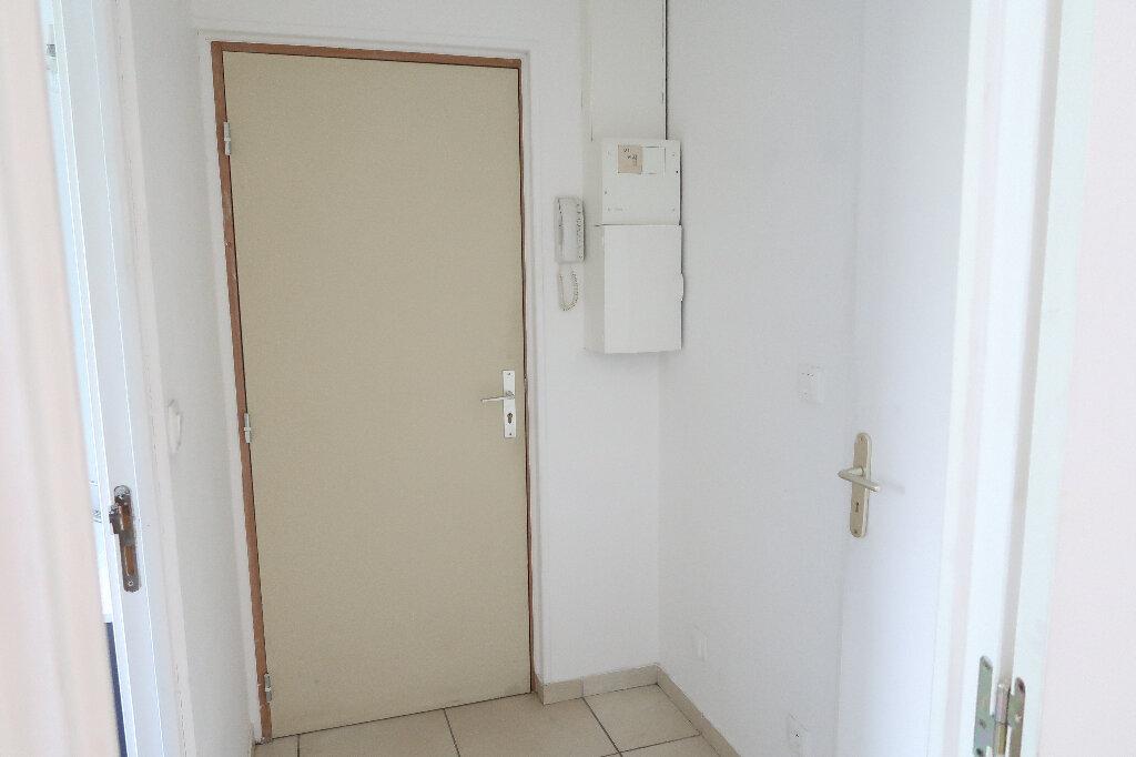 Appartement à louer 2 29.09m2 à Saint-Quentin vignette-3
