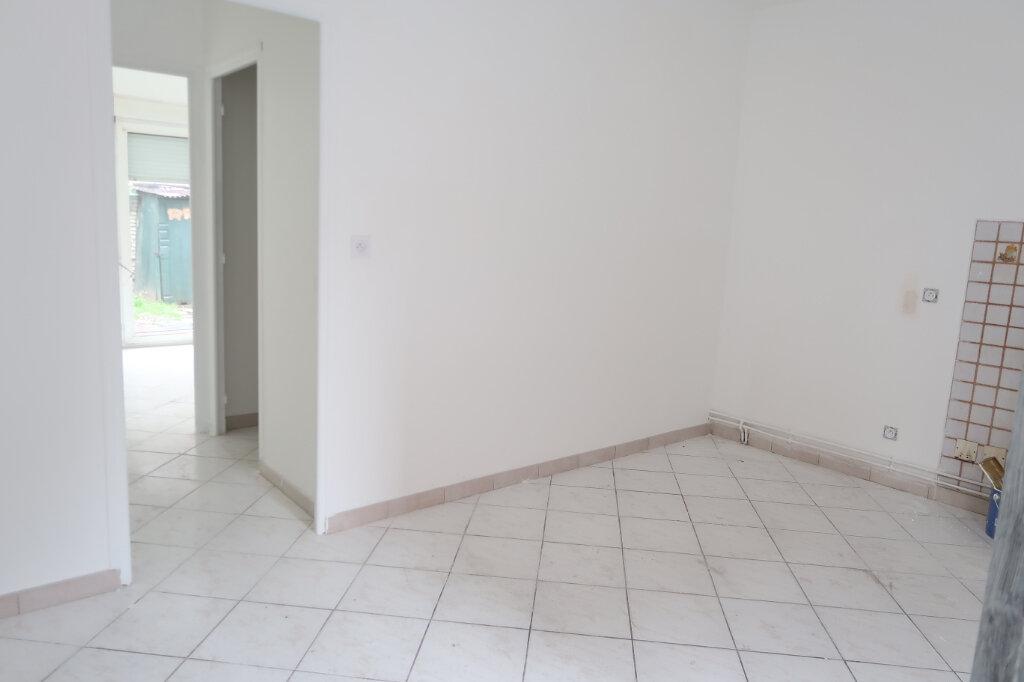 Appartement à louer 2 30.42m2 à Saint-Quentin vignette-3