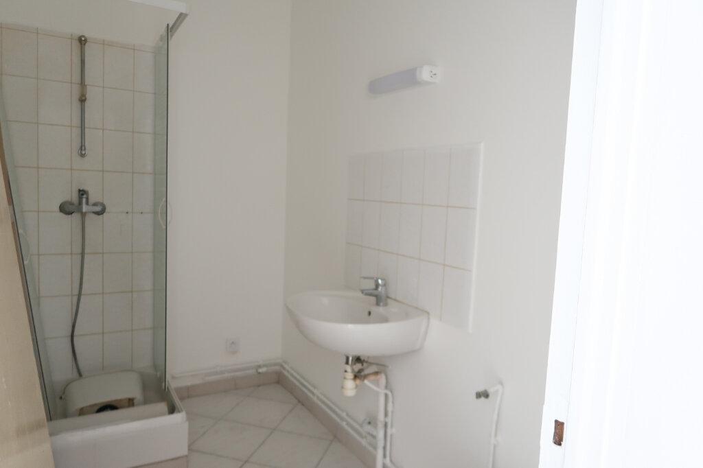 Appartement à louer 2 30.42m2 à Saint-Quentin vignette-4