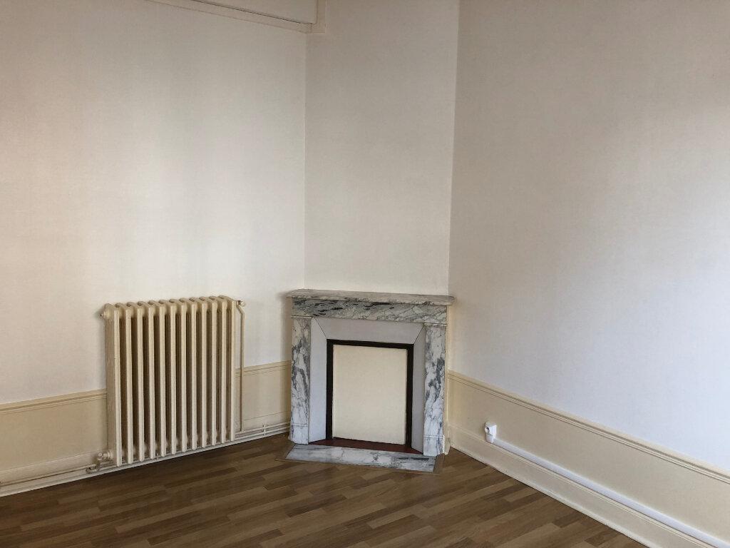 Appartement à louer 3 60m2 à Chauny vignette-2