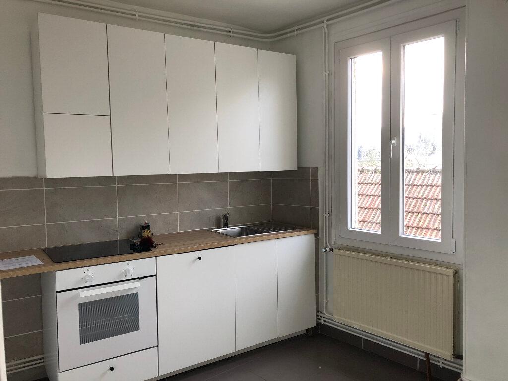 Appartement à louer 4 61m2 à Laon vignette-1