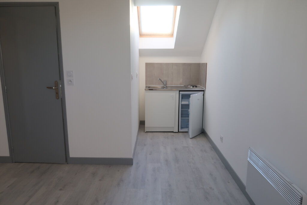 Appartement à louer 1 22m2 à Saint-Quentin vignette-2