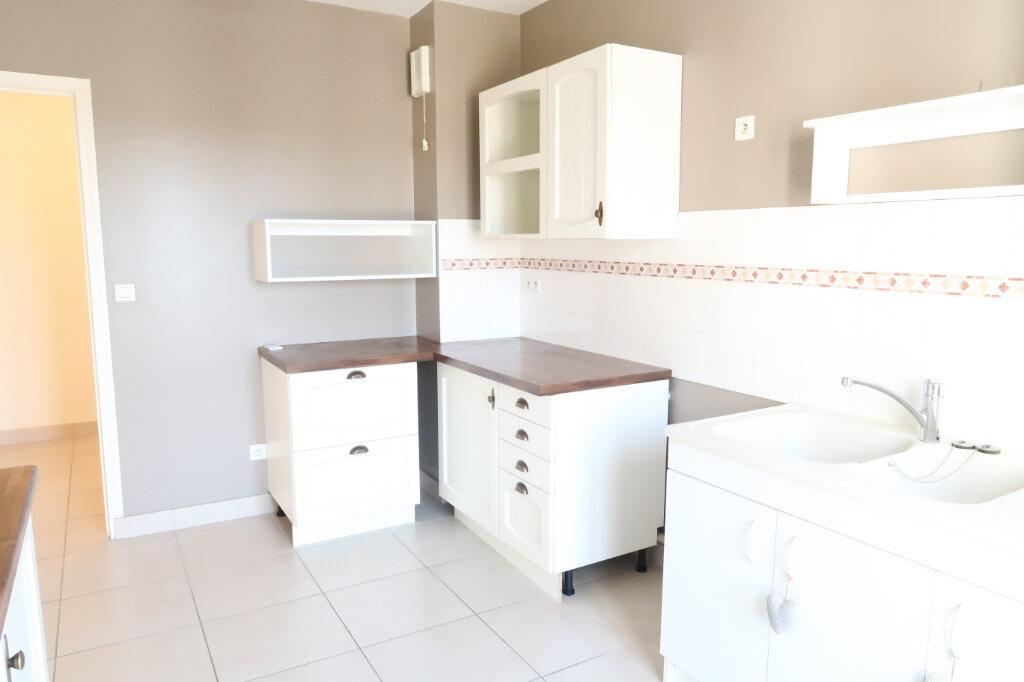 Appartement à louer 4 117.6m2 à Chauny vignette-2
