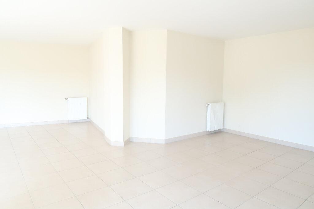 Appartement à louer 4 117.6m2 à Chauny vignette-3