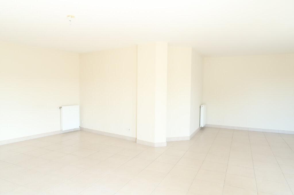 Appartement à louer 4 117.6m2 à Chauny vignette-4