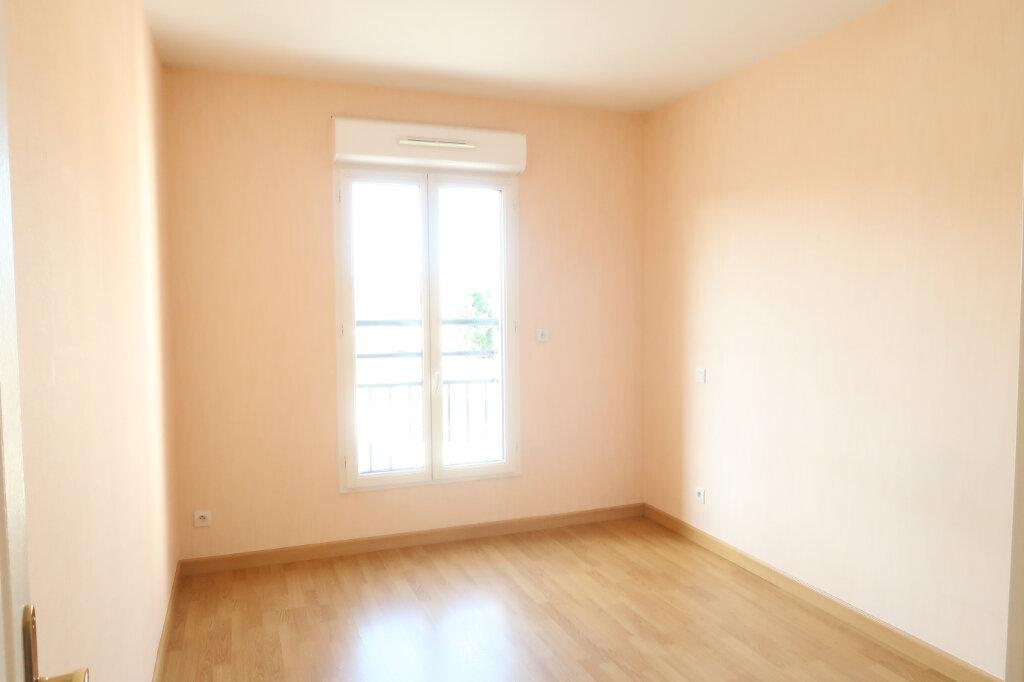Appartement à louer 4 117.6m2 à Chauny vignette-5