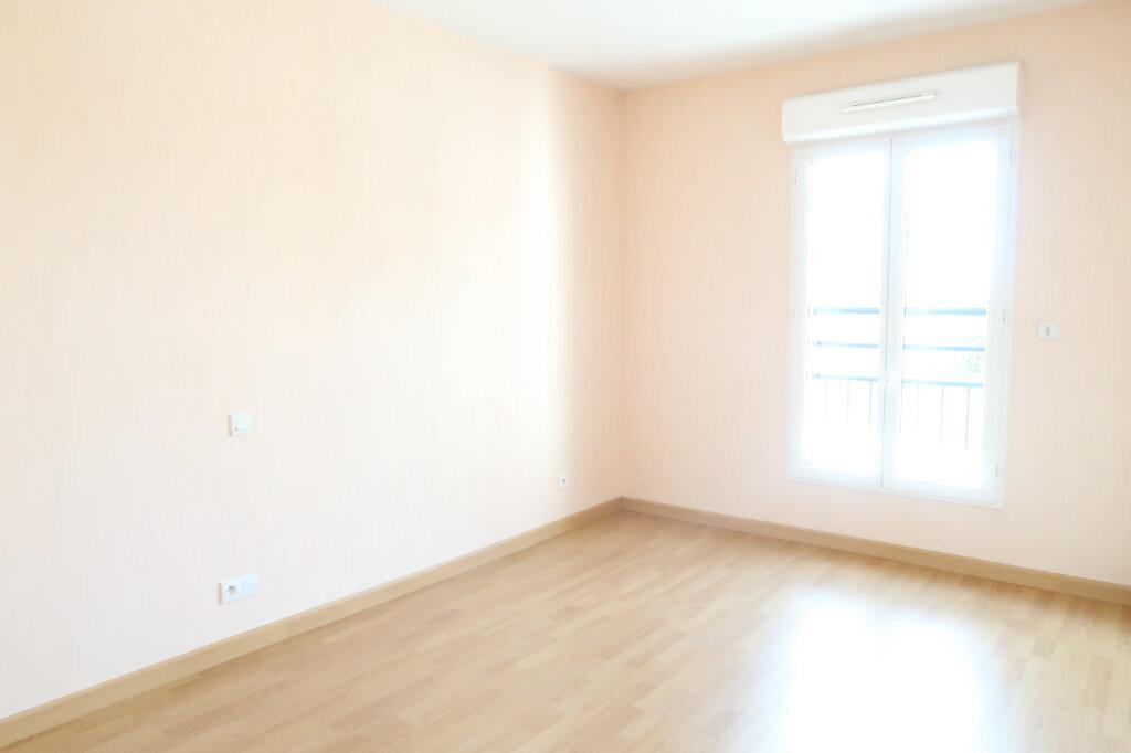 Appartement à louer 4 117.6m2 à Chauny vignette-7