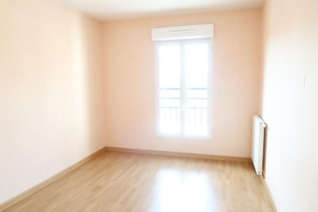 Appartement à louer 4 117.6m2 à Chauny vignette-8