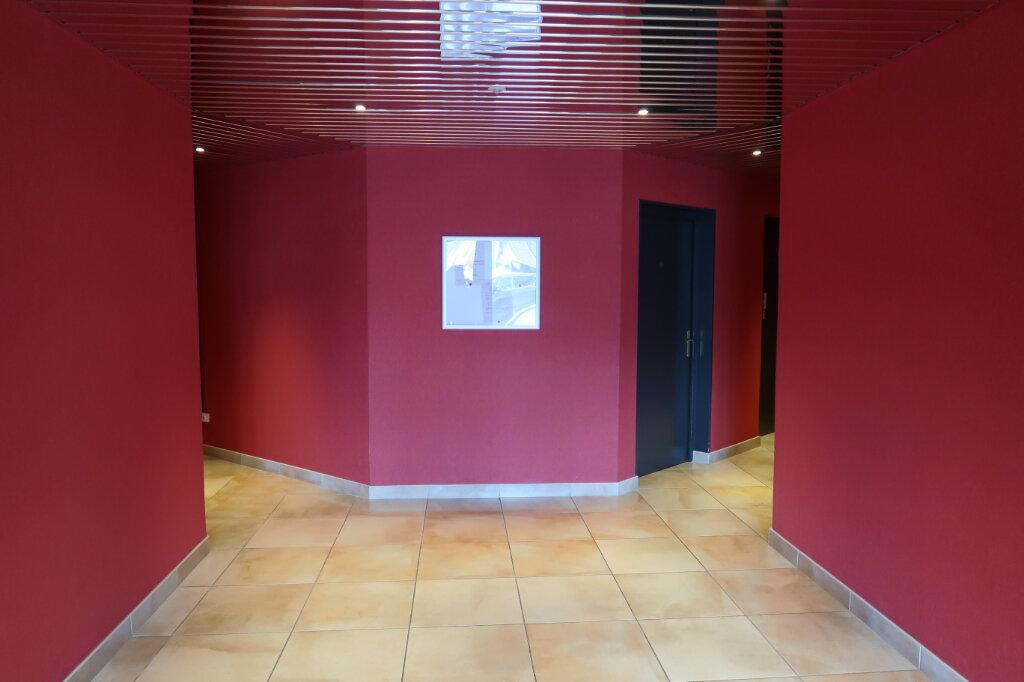 Appartement à louer 4 117.6m2 à Chauny vignette-10