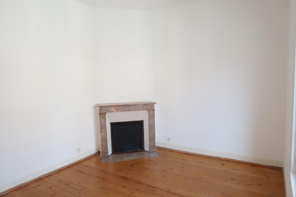 Appartement à louer 9 158.93m2 à Chauny vignette-7