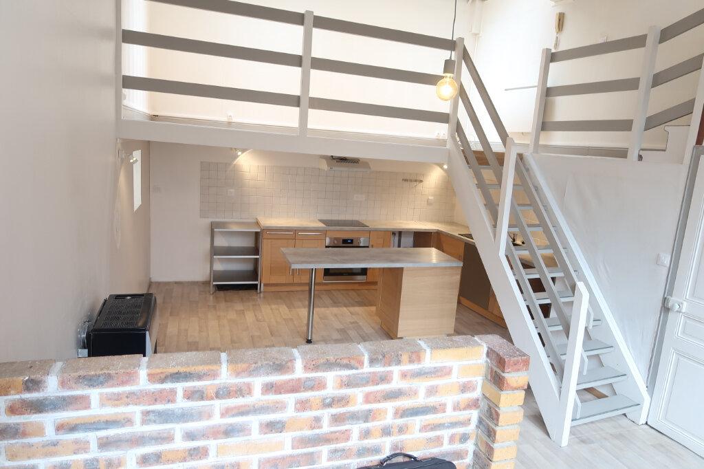 Appartement à louer 3 75m2 à Saint-Quentin vignette-1