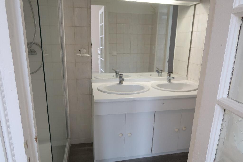 Appartement à louer 3 75m2 à Saint-Quentin vignette-8