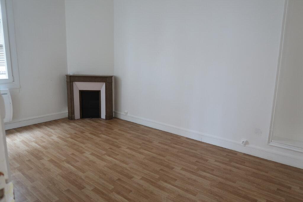 Appartement à louer 3 75m2 à Saint-Quentin vignette-10