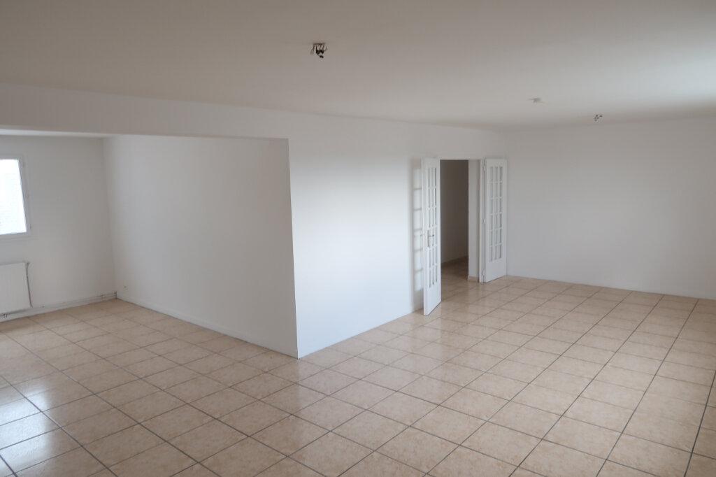Appartement à louer 4 123m2 à Saint-Quentin vignette-2