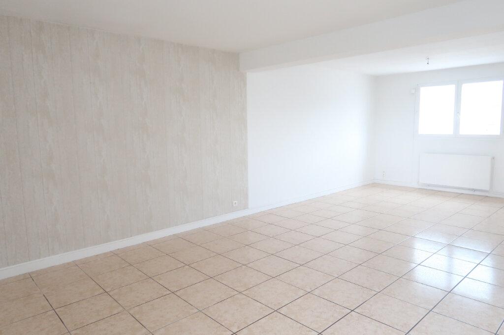 Appartement à louer 4 123m2 à Saint-Quentin vignette-5