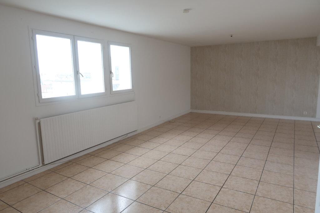 Appartement à louer 4 123m2 à Saint-Quentin vignette-7