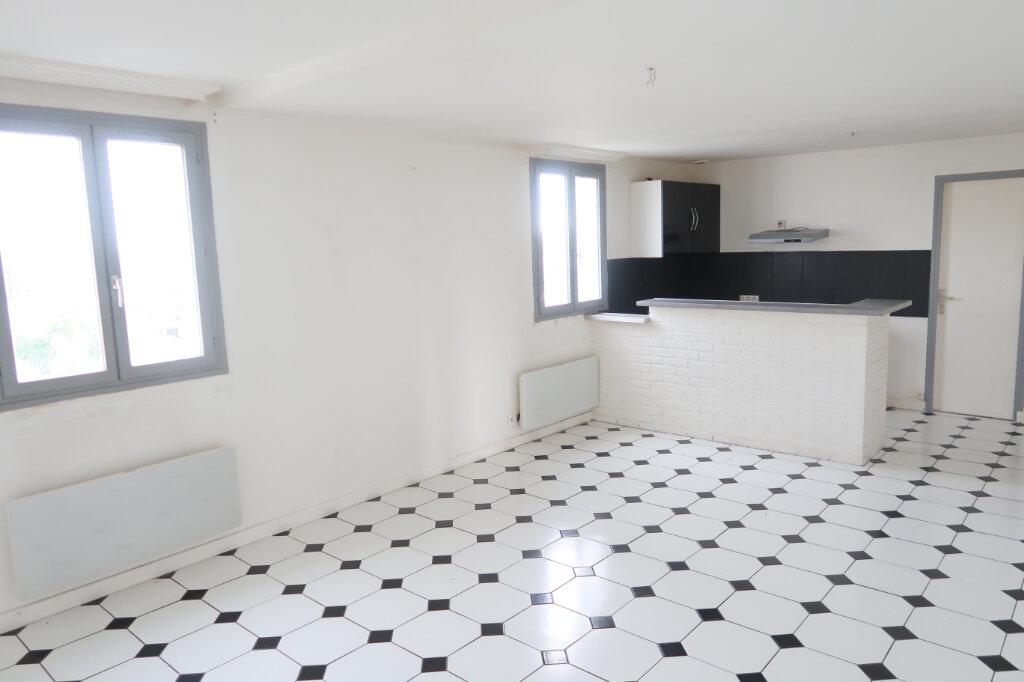 Appartement à louer 2 54m2 à Saint-Quentin vignette-1
