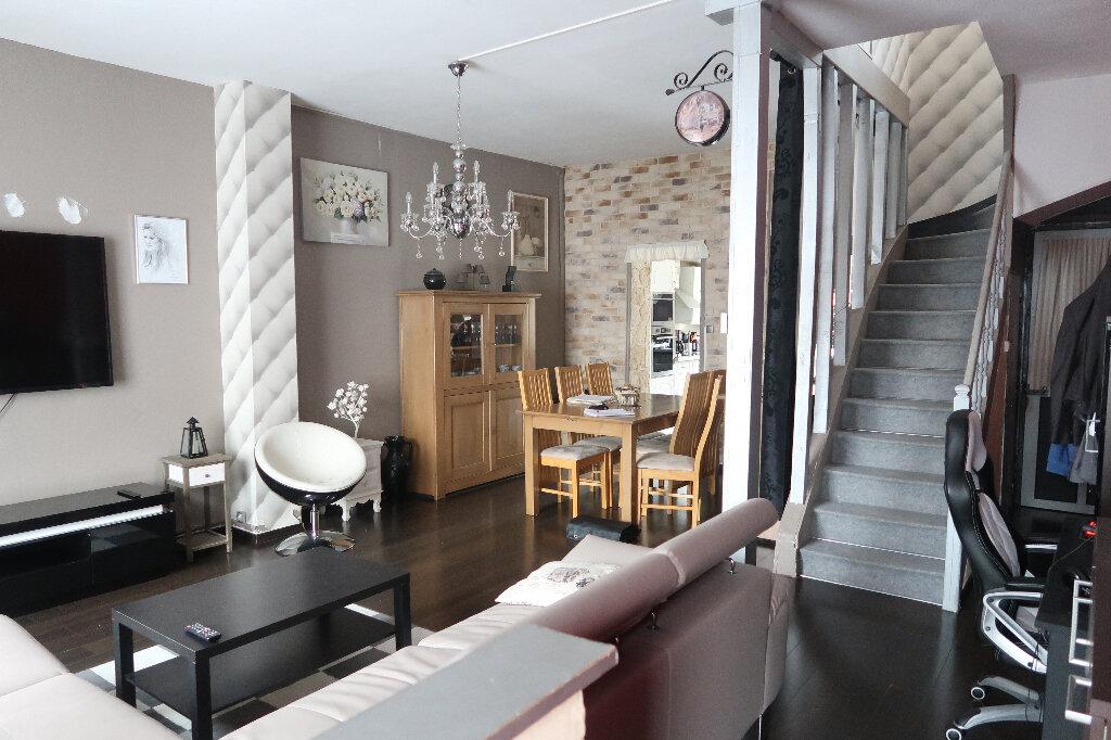 Maison à vendre 5 110m2 à Saint-Quentin vignette-1