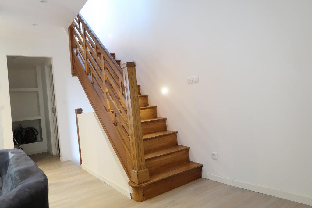 Maison à vendre 5 125m2 à Saint-Quentin vignette-2