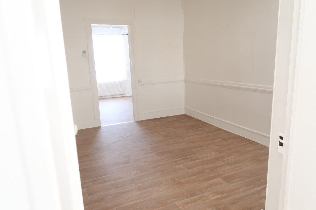 Appartement à louer 2 48m2 à Saint-Quentin vignette-2