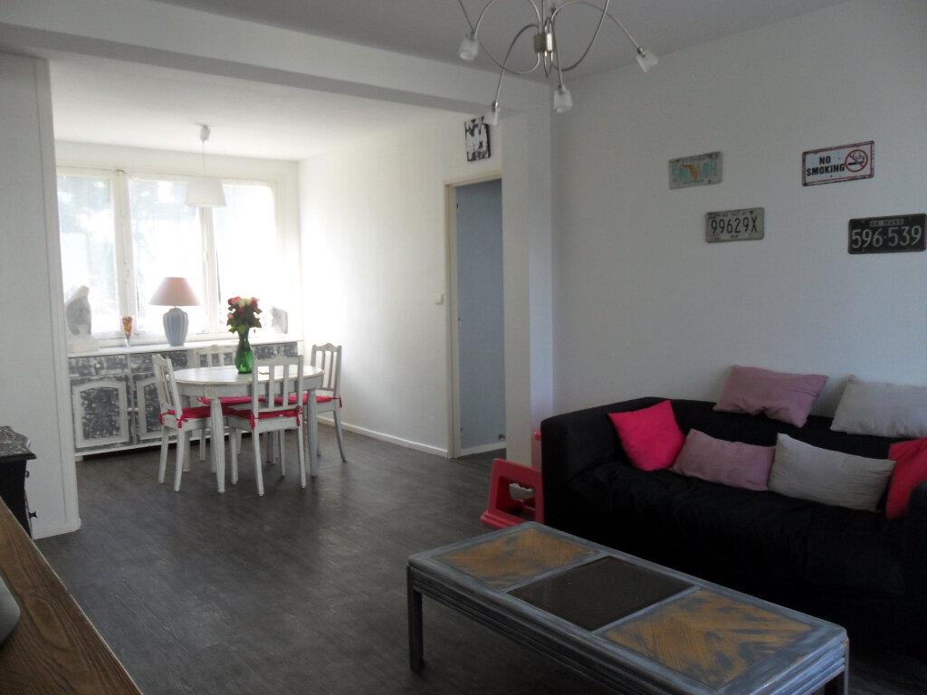 Appartement à vendre 5 66m2 à Saint-Quentin vignette-1