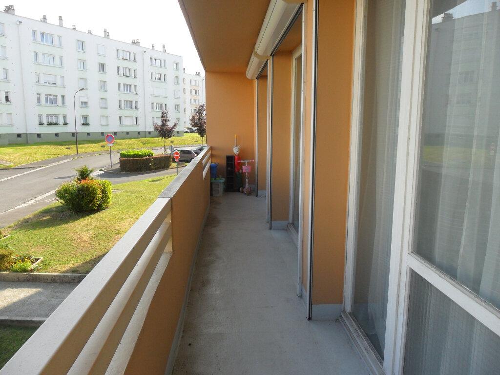 Appartement à vendre 5 66m2 à Saint-Quentin vignette-2