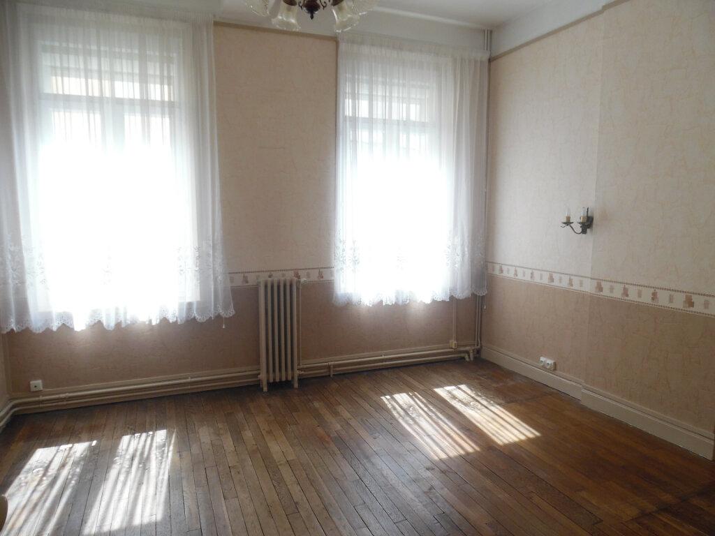 Maison à vendre 8 212m2 à Saint-Quentin vignette-2