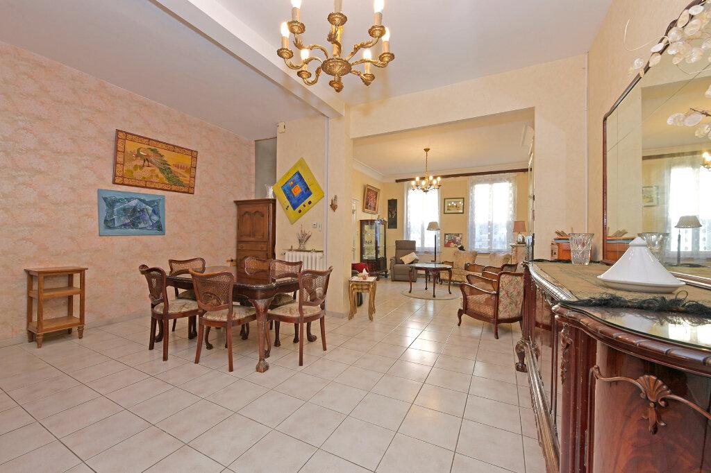 Maison à vendre 8 172m2 à Saint-Quentin vignette-5
