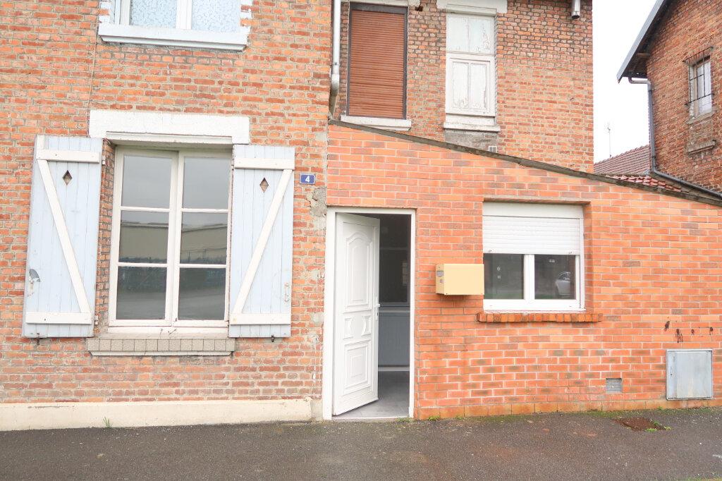 Appartement à louer 2 55m2 à Saint-Quentin vignette-1