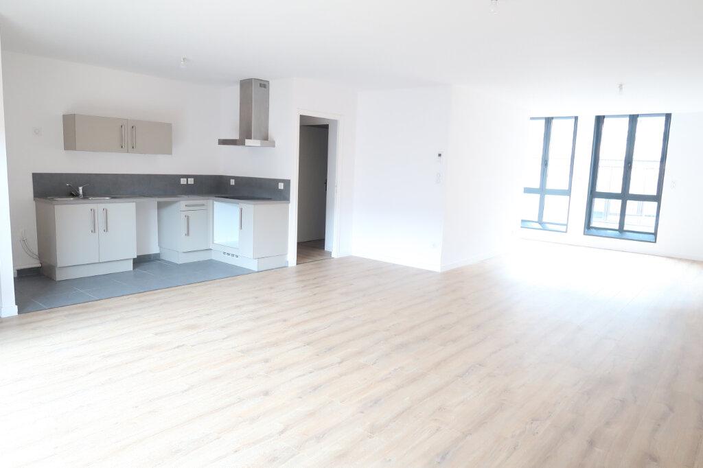 Appartement à louer 4 113.75m2 à Saint-Quentin vignette-1