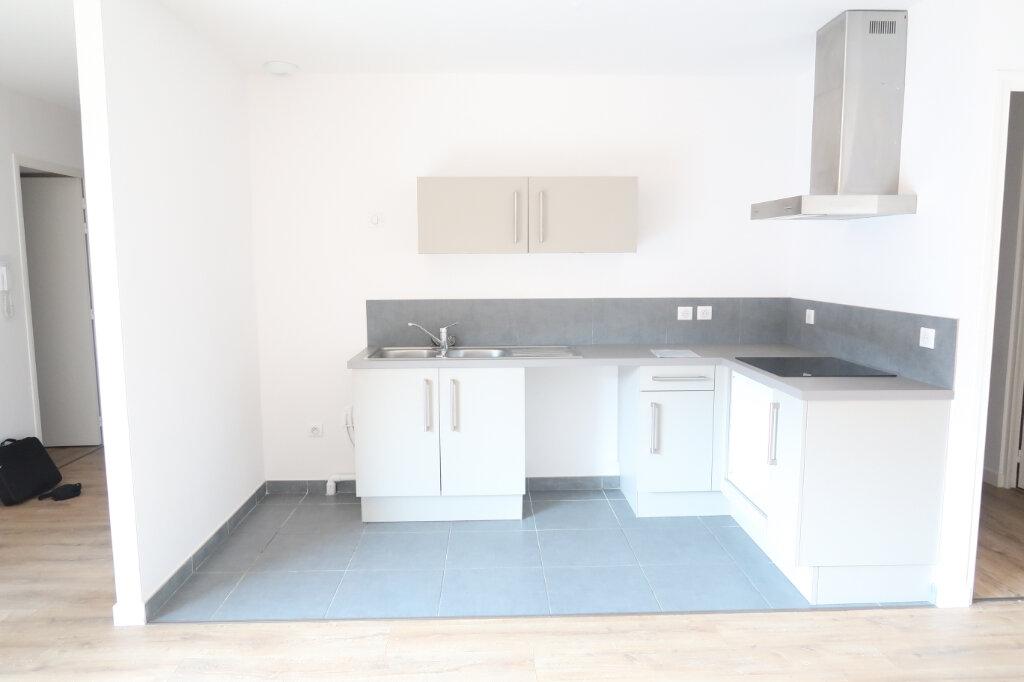 Appartement à louer 4 113.75m2 à Saint-Quentin vignette-2