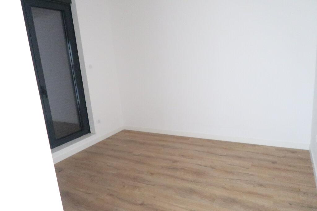 Appartement à louer 4 113.75m2 à Saint-Quentin vignette-6