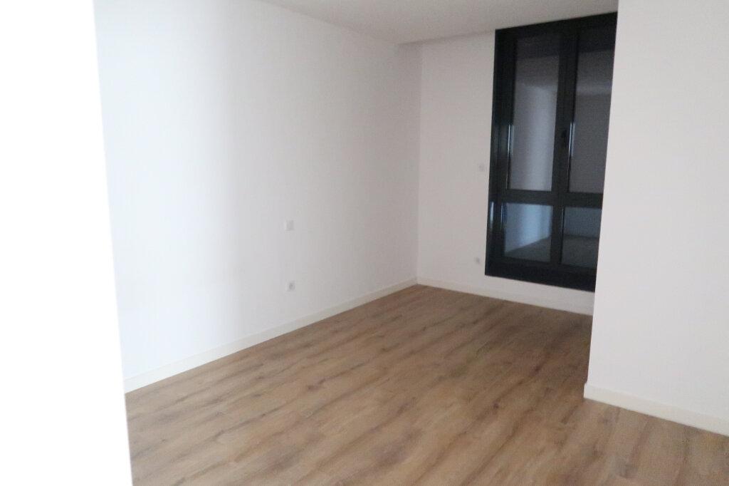 Appartement à louer 4 113.75m2 à Saint-Quentin vignette-9
