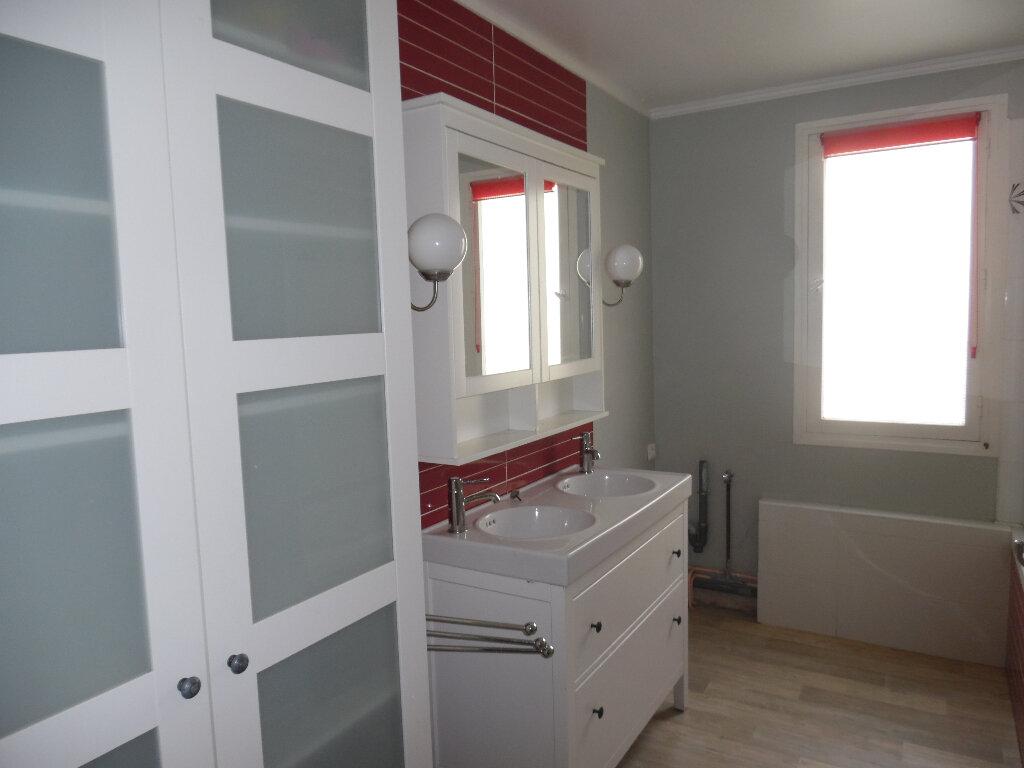 Appartement à vendre 5 112m2 à Saint-Quentin vignette-2