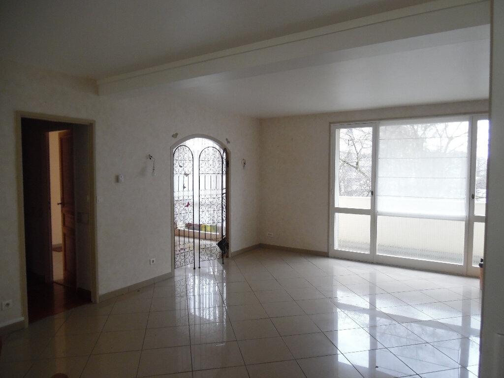 Appartement à vendre 5 112m2 à Saint-Quentin vignette-4