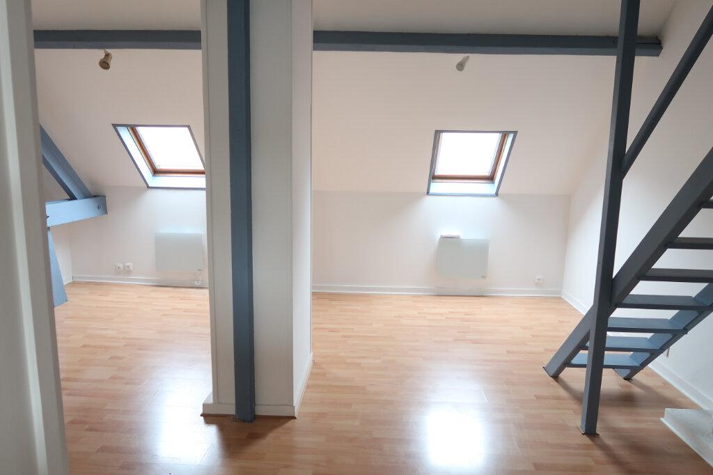 Appartement à louer 1 36m2 à Amiens vignette-1