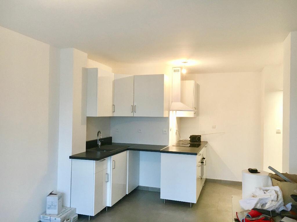 Appartement à louer 3 62m2 à Voiron vignette-2