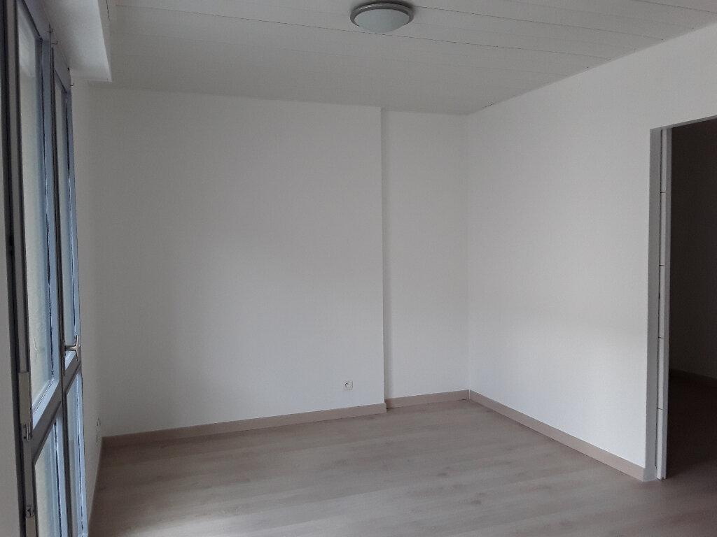 Appartement à louer 2 34m2 à Voiron vignette-4