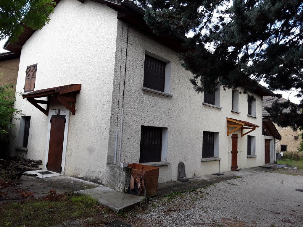 Maison à louer 6 130m2 à Saint-Blaise-du-Buis vignette-1