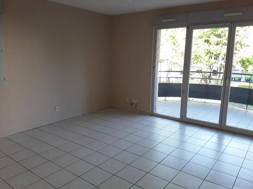 Appartement à louer 2 50m2 à Voiron vignette-2