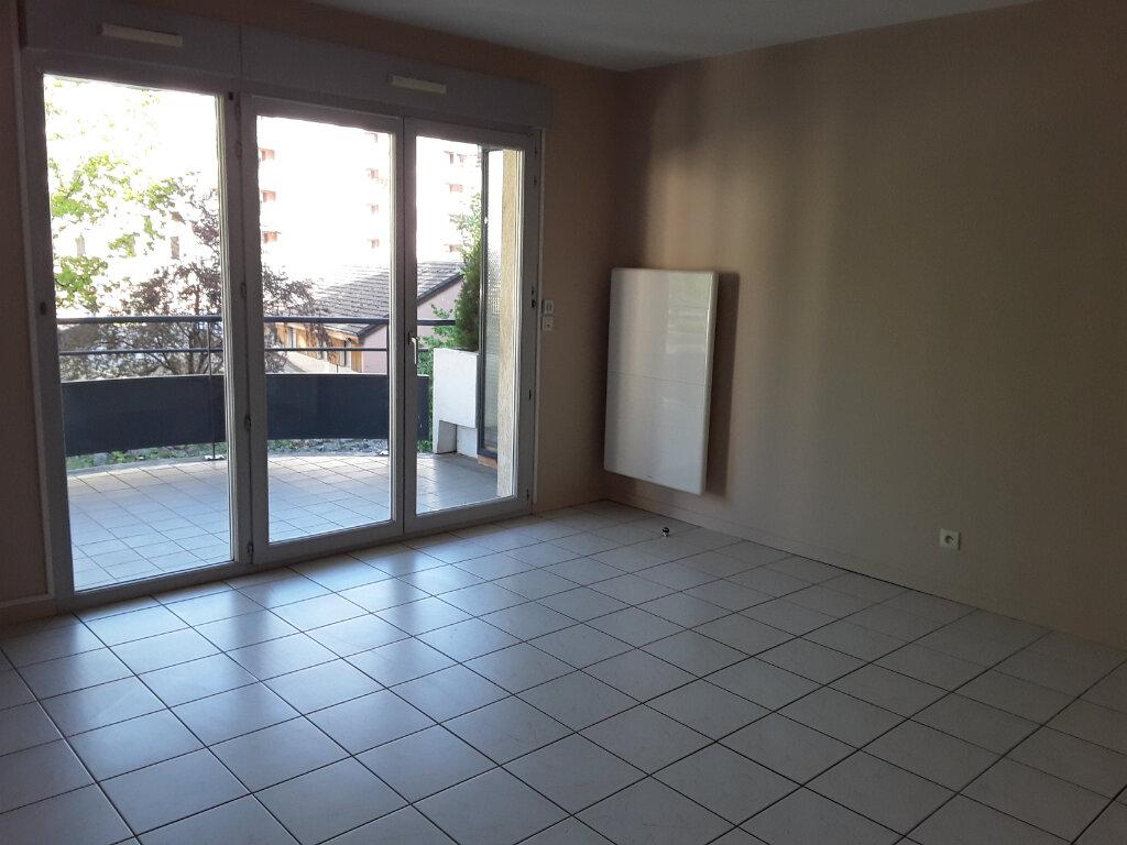 Appartement à louer 2 50m2 à Voiron vignette-3