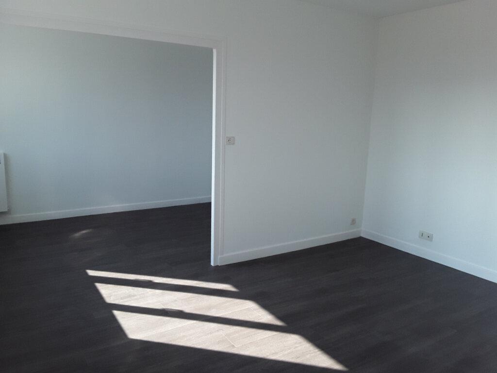 Appartement à louer 4 77m2 à Voiron vignette-3