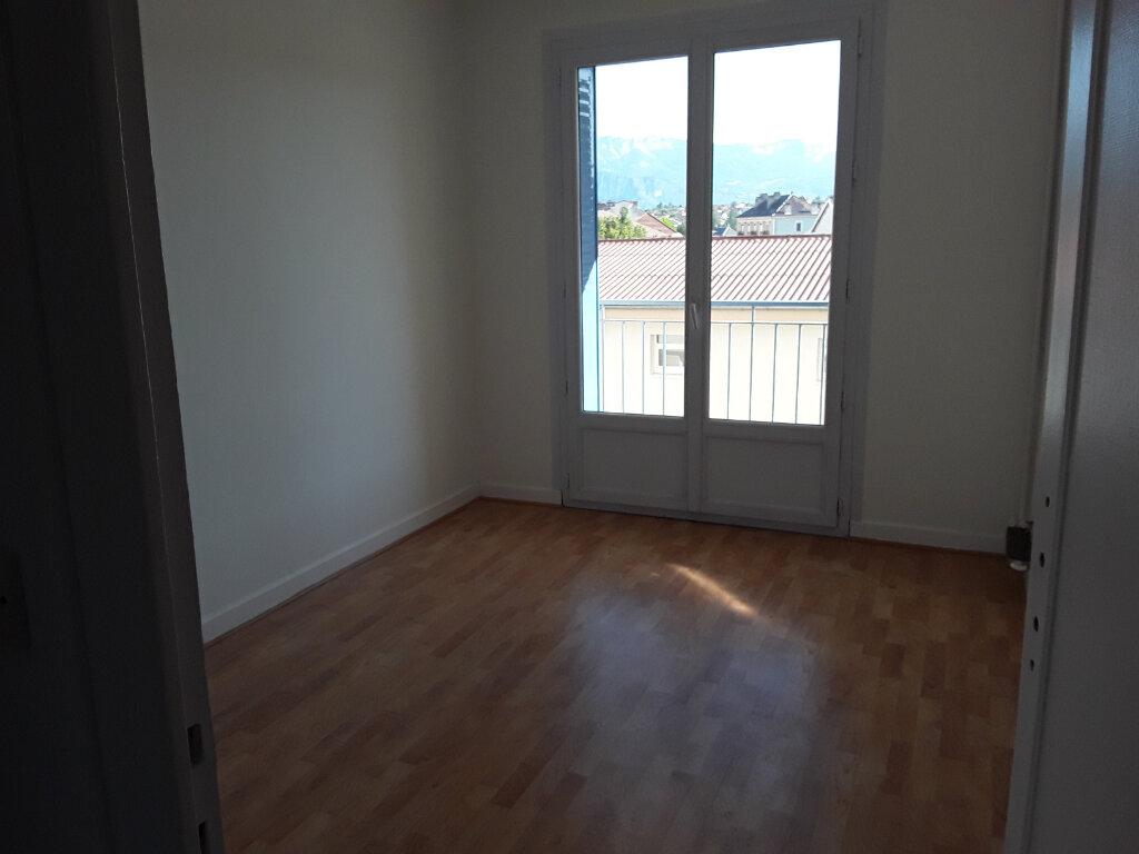 Appartement à louer 4 77m2 à Voiron vignette-7