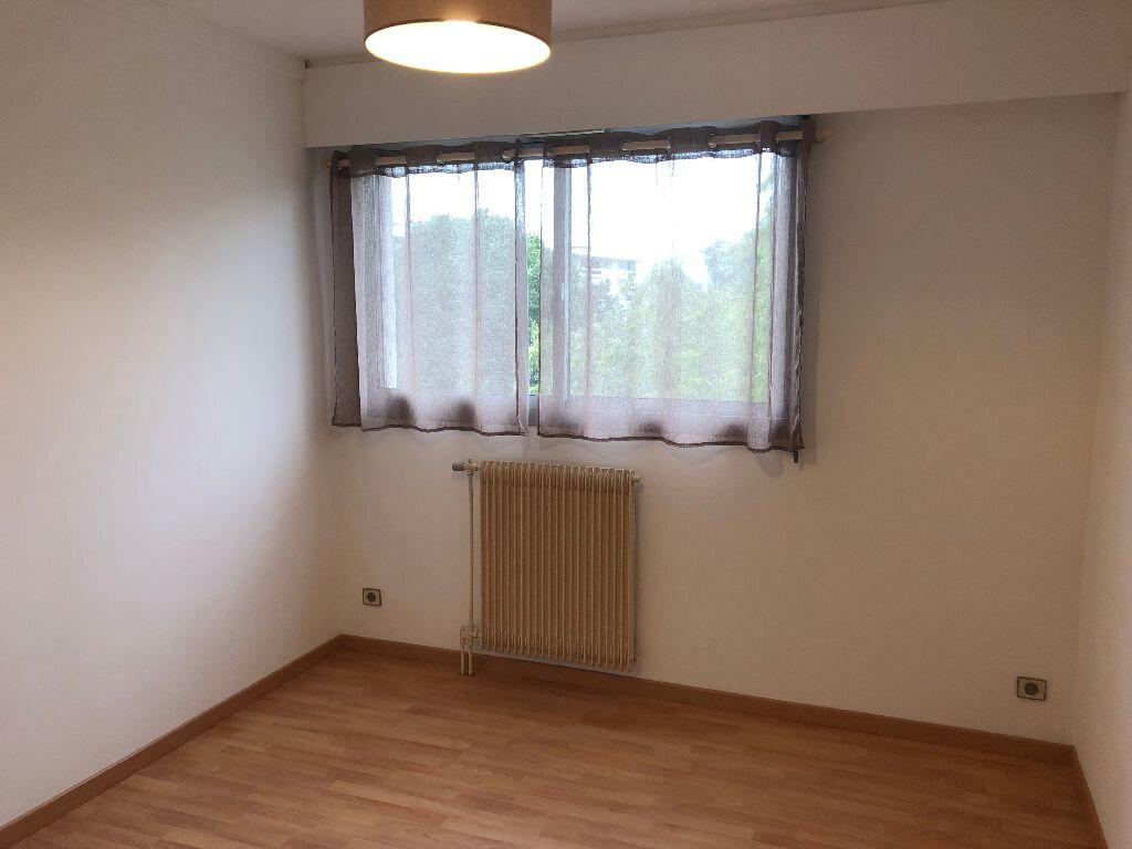Appartement à louer 1 29m2 à Grenoble vignette-2