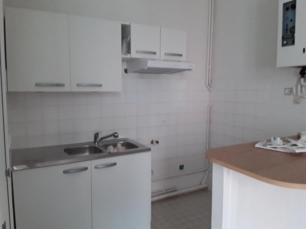 Appartement à louer 2 42m2 à Voiron vignette-1