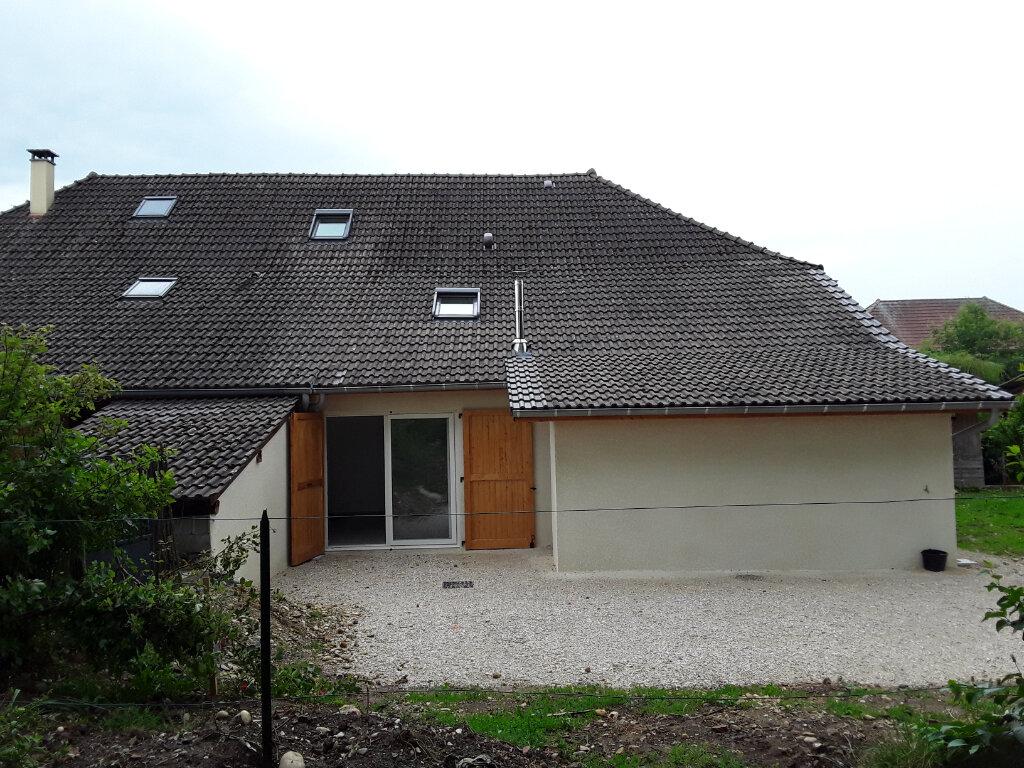 Maison à louer 3 76m2 à La Bâtie-Divisin vignette-1