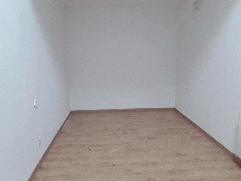 Maison à louer 3 76m2 à La Bâtie-Divisin vignette-6
