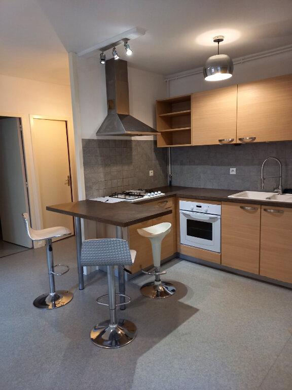 Appartement à louer 2 29m2 à Voiron vignette-1