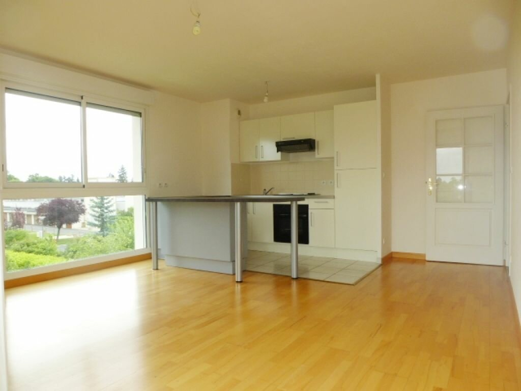 Appartement à louer 3 57m2 à La Chapelle-Saint-Mesmin vignette-1