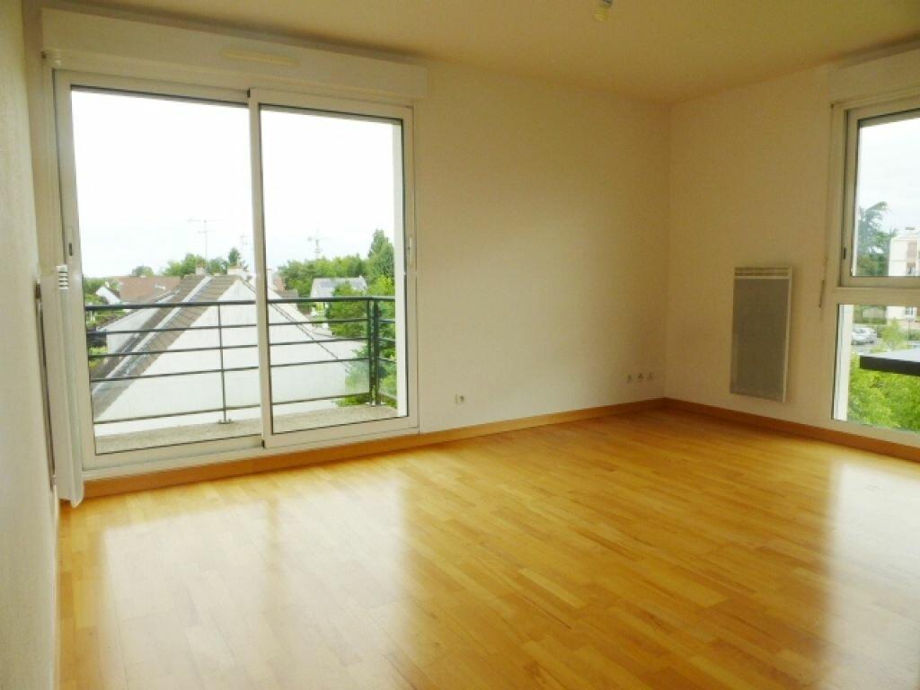 Appartement à louer 3 57m2 à La Chapelle-Saint-Mesmin vignette-3